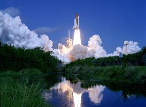 Launch_of_Space_Shuttle_Atlantis